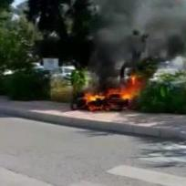 Antalya: Moped steht in Flammen